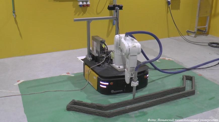 Сингапурский экспериментальный строительный 3D-принтер печатает на ходу