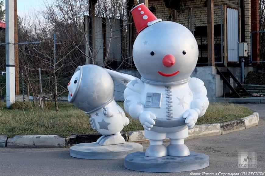 Снеговики в скафандрах в лодке в 3D-принтере: как Москва готовится к праздникам