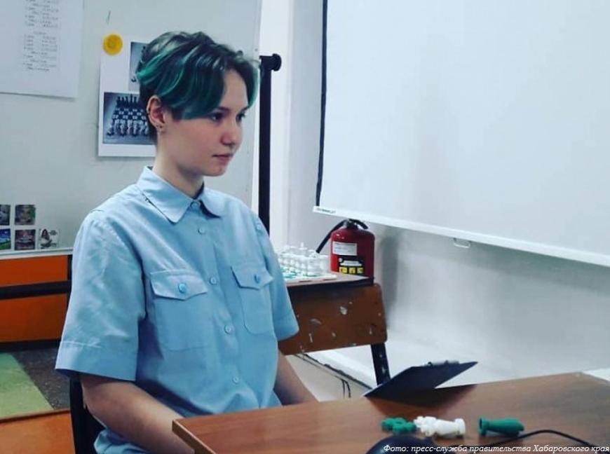 Хабаровская студентка представила шахматы для слабовидящих
