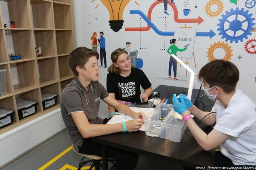 Московские детские технопарки проводят ознакомительные занятия в городе профессий «КидБург»
