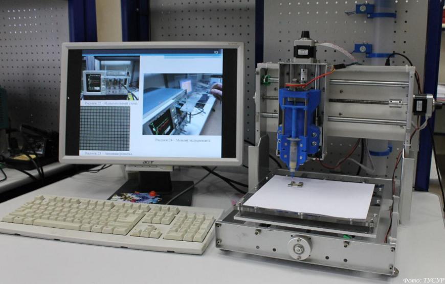 ТУСУР продемонстрировал в Сколково устройство для печати электронных плат