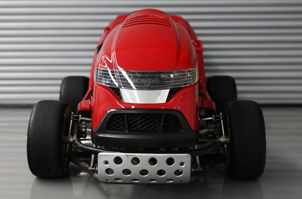 «Honda» создала самую быструю газонокосилку вмире