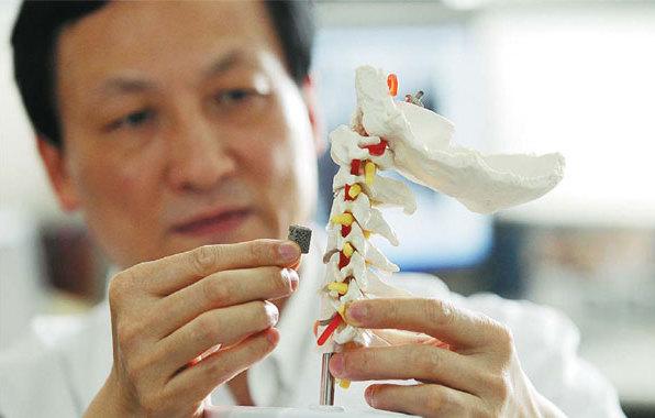 Китайским пациентам имплантировали первые в мире 3D-печатные позвонки
